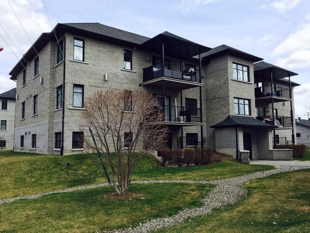 Appartement louer chomedey laval laval sutton qu bec for Location garage laval