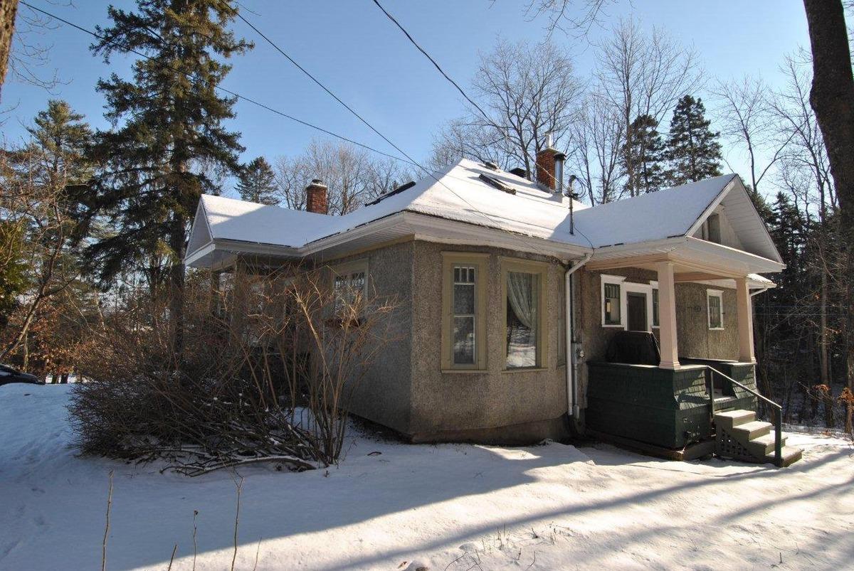 Maison à un étage et demi à vendre à Lennoxville