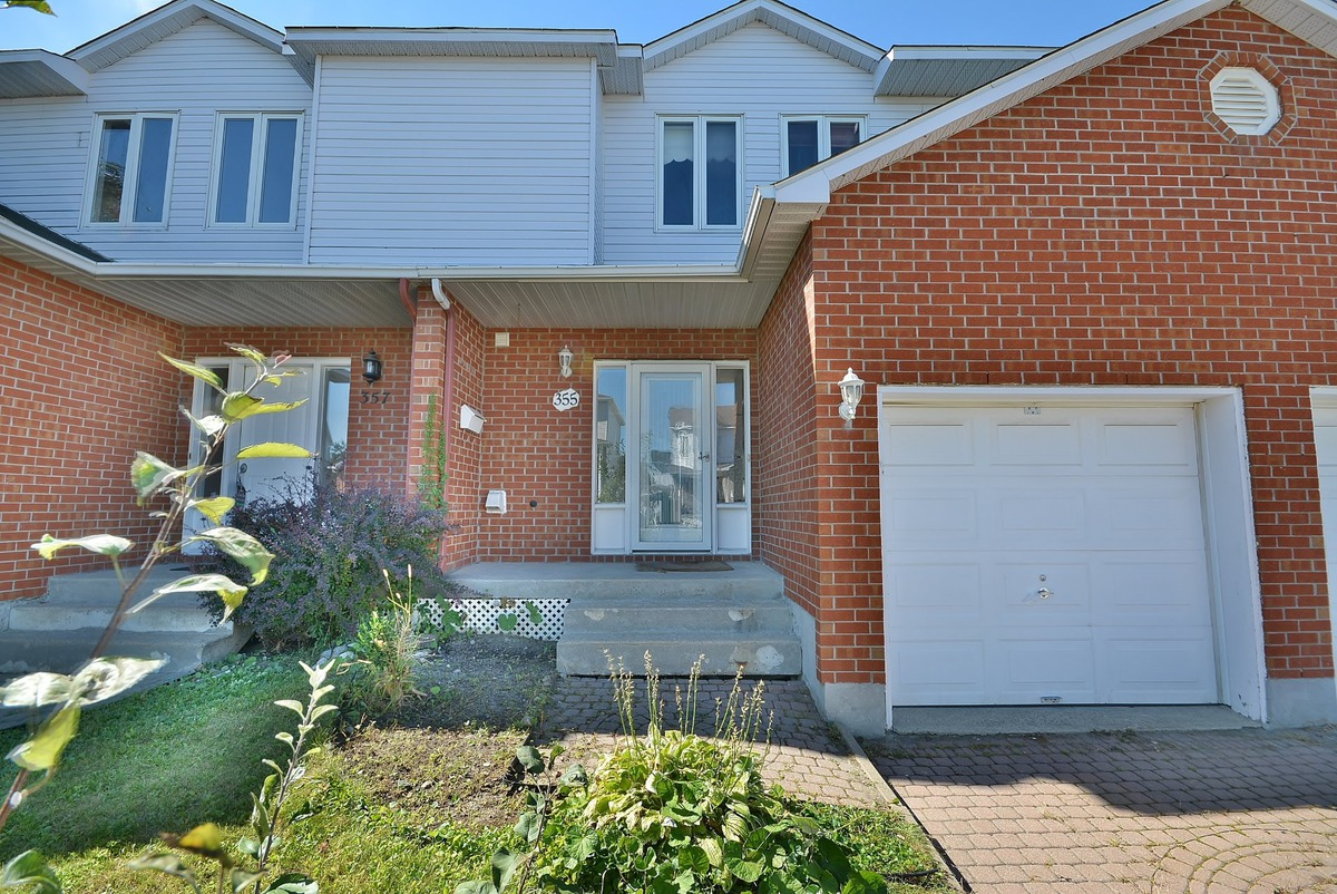 Maison tages vendre sainte rose laval laval for Location garage laval