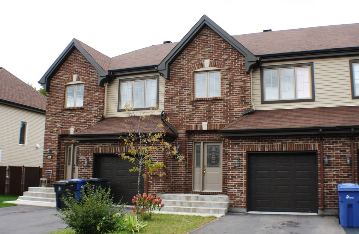 Two or more storey for sale in pincourt mont r gie for 14x8 garage door