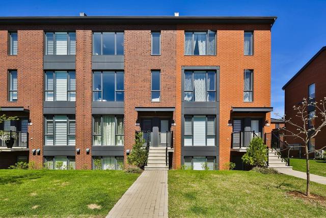 Appartement vendre 2189 rue du bor e saint laurent for Boutique meuble rue st laurent montreal